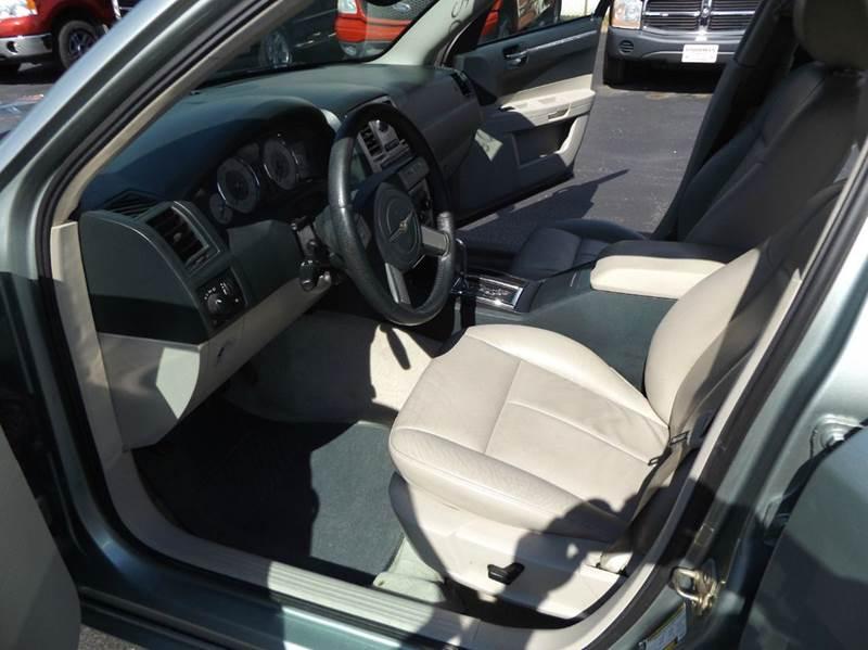 2005 Chrysler 300 Touring 4dr Sedan - Lima OH