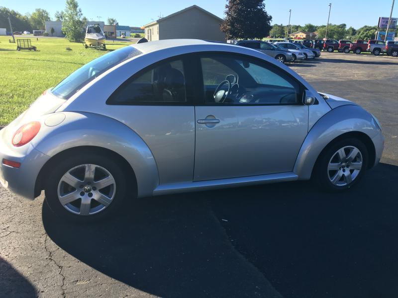 2006 Volkswagen New Beetle 2 5 2dr Hatchback W Automatic