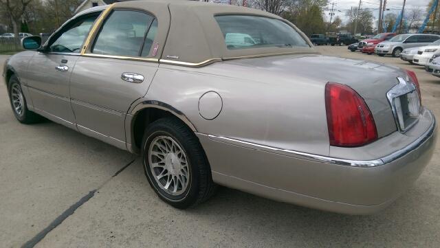 2001 Lincoln Town Car Signature 4dr Sedan In Monroe Mi Kachar S