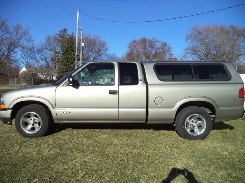 2002 Chevrolet S-10 LS 3dr Extended Cab 2WD SB - Grand Rapids MI