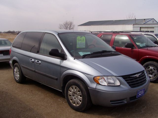 2005 Chrysler Town And Country Signature Series 4dr