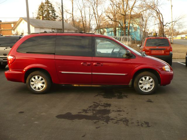 2006 chrysler town and country touring 4dr ext minivan for sale in merriam kansas city overland. Black Bedroom Furniture Sets. Home Design Ideas