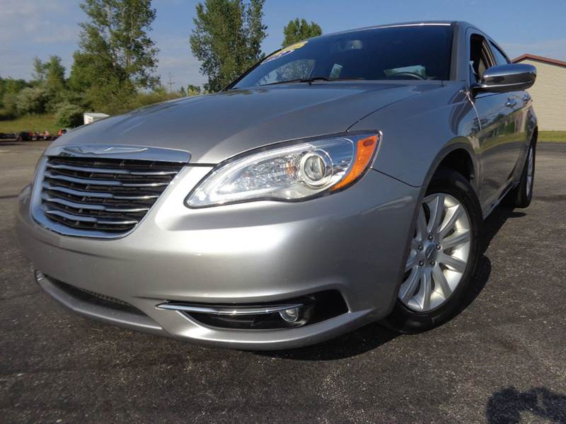 2013 Chrysler 200 Limited Sedan - Scottville MI