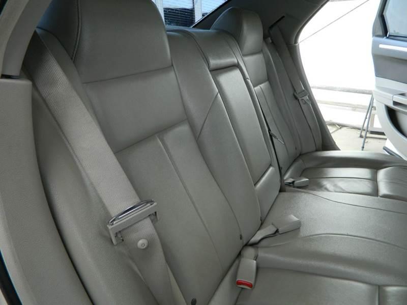 2007 Chrysler 300 Touring 4dr Sedan - Gonzales TX