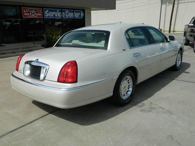 2002 Lincoln Town Car Cartier L 4dr Sedan - Gonzales TX