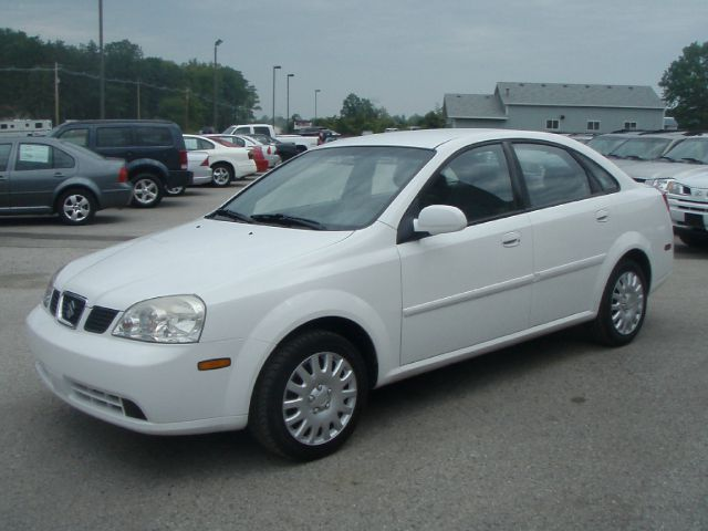 2004 SUZUKI FORENZA S white low miles and great gas mileage  local trade non smoker and very nic