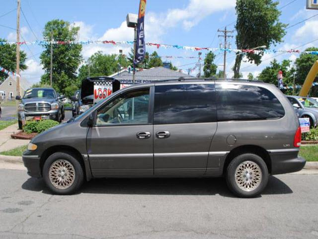 1997 Chrysler Town and Country