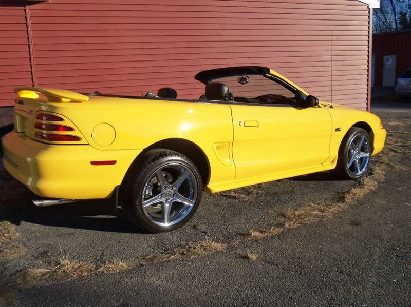 1995 Ford Mustang GT 2dr Convertible - Ludlow MA