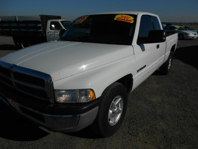 2001 DODGE RAM 1500 QUAD CAB SHORT BED 2WD white we take trade-ins of all shapes and sizes paid f