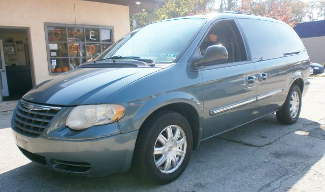 2005 Chrysler Town and Country for sale in Glenside PA