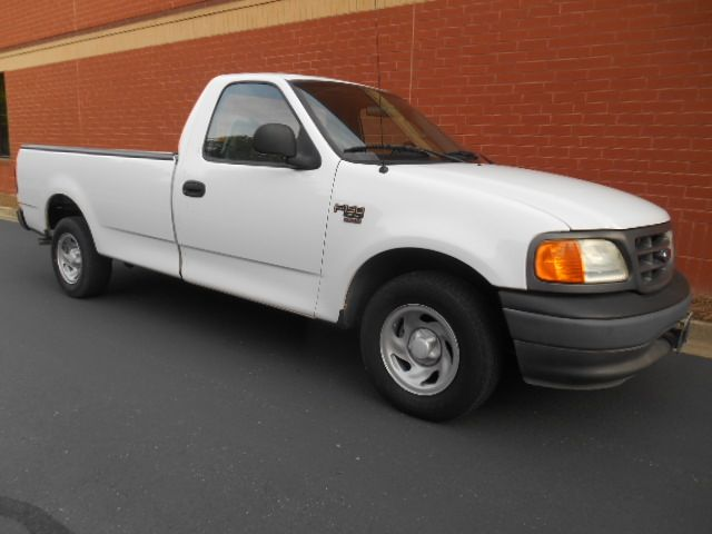 2004 ford f 150 heritage xl 2dr regular cab rwd styleside. Black Bedroom Furniture Sets. Home Design Ideas