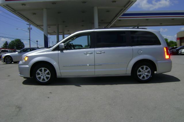 2011 chrysler town and country touring 4dr mini van in for Ideal motors maryville tn