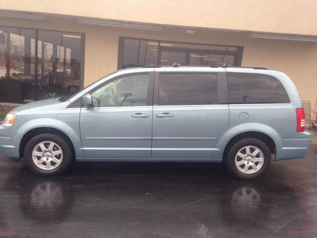 2010 chrysler town and country touring 4dr mini van for Ideal motors maryville tn