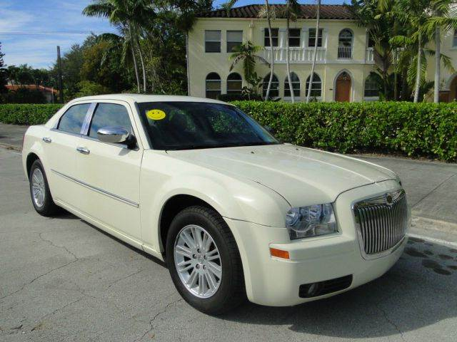 2009 chrysler 300 lx 4dr sedan in miami fl auto tempt. Black Bedroom Furniture Sets. Home Design Ideas