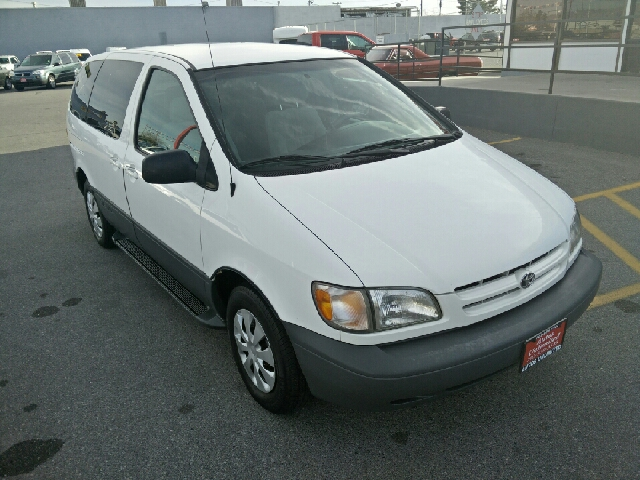 Used Cars in Las Vegas 2000 Toyota Sienna