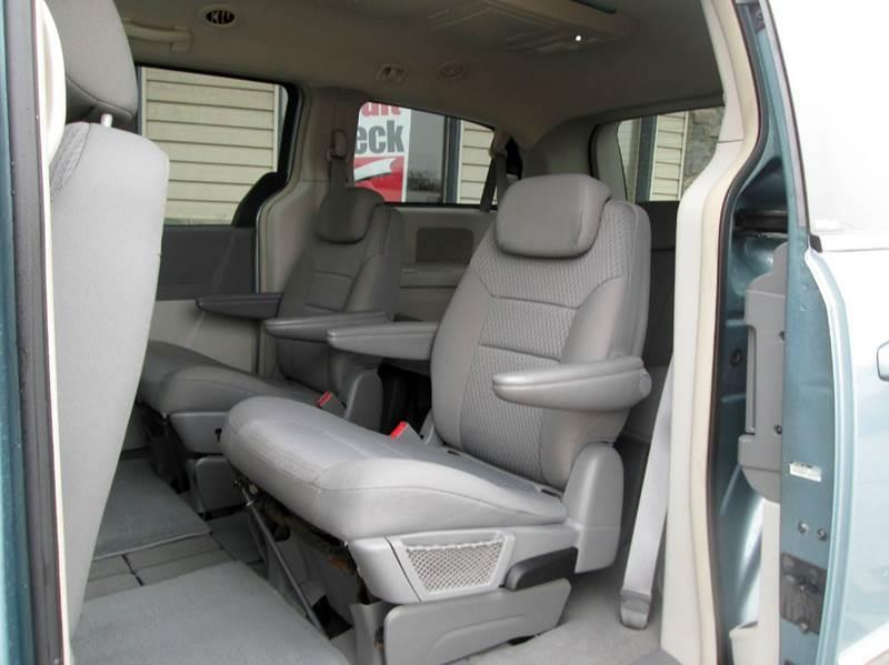 2009 Chrysler Town and Country Touring Mini-Van 4dr - Waterford MI