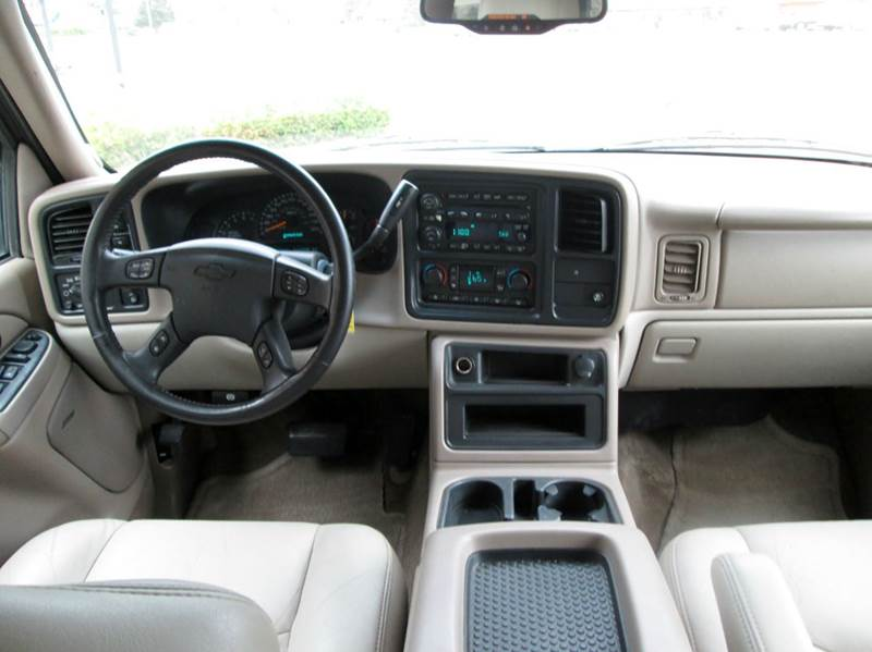 2005 Chevrolet Tahoe LT 4WD 4dr SUV - Waterford MI