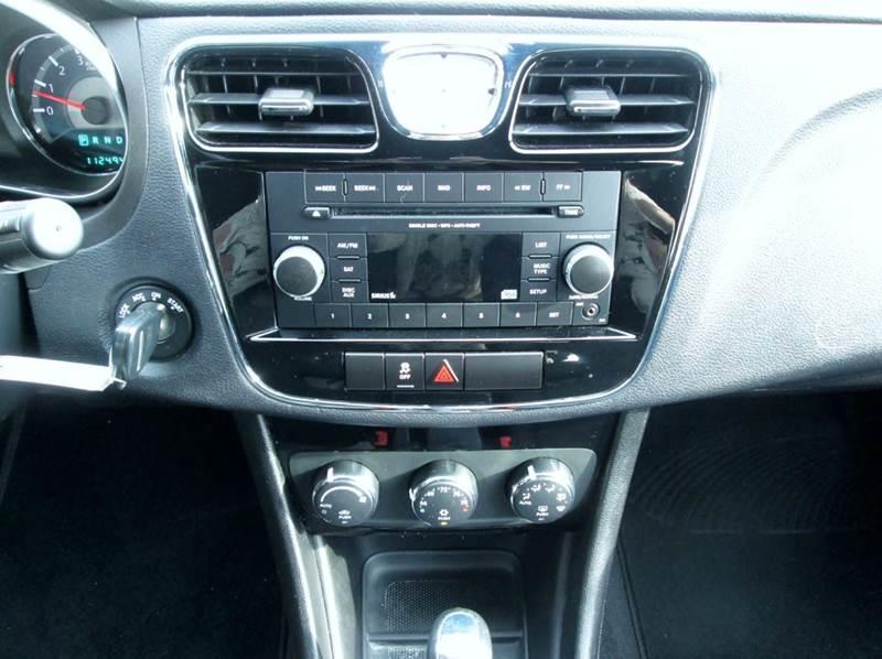 2012 Chrysler 200 Touring 4dr Sedan - Waterford MI