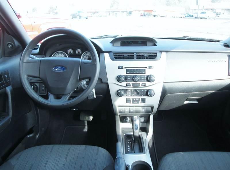 2009 Ford Focus SE 4dr Sedan - Waterford MI