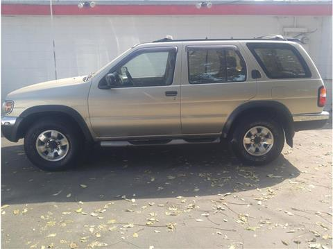 1998 Nissan Pathfinder for sale in Farmersville, CA