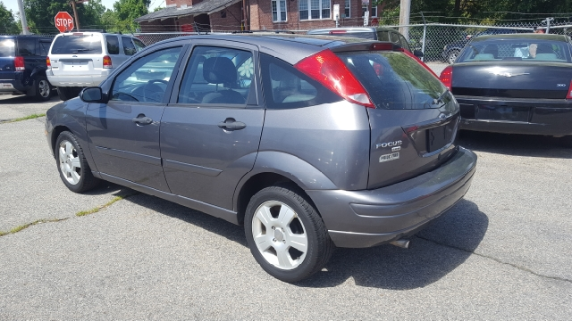 2006 Ford Focus ZX5 SES 4dr Hatchback - Lowell MA