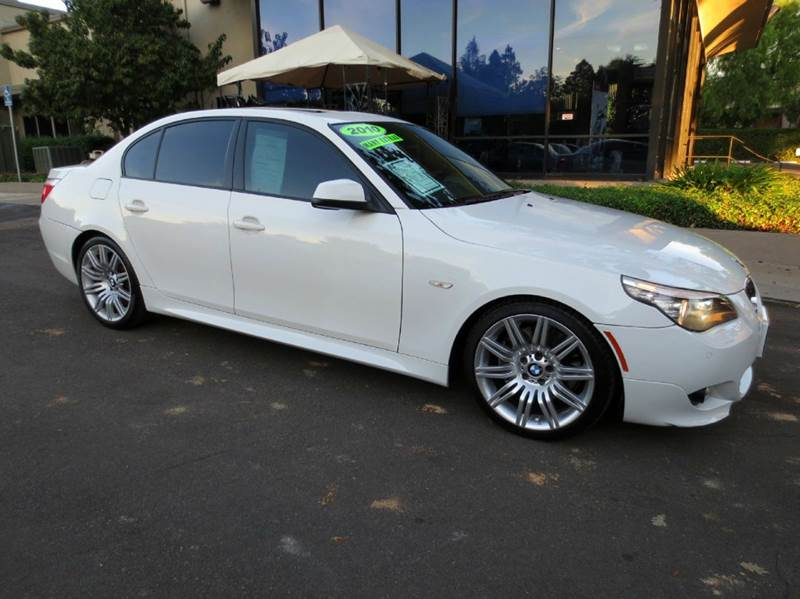 2010 BMW 5 SERIES 550I 4DR SEDAN alpine white m sport  simply elegant remarkable performance a