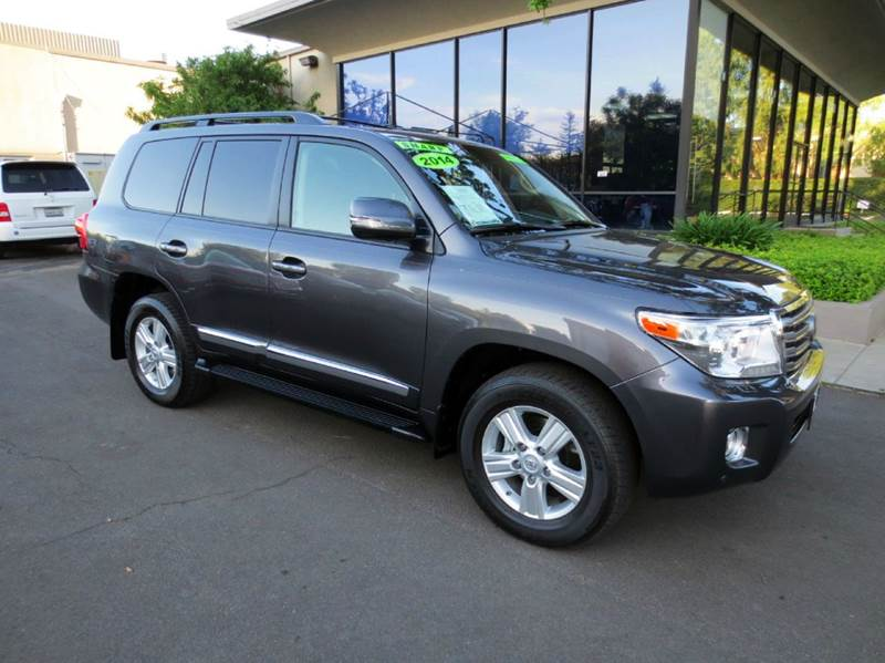 2014 TOYOTA LAND CRUISER BASE AWD 4DR SUV gray luxurious and like new 4 x 4 third row seating p