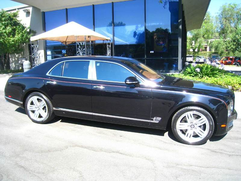 2015 BENTLEY MULSANNE BASE 4DR SEDAN onyx elegantly equipped with premier and comfort specs ipad