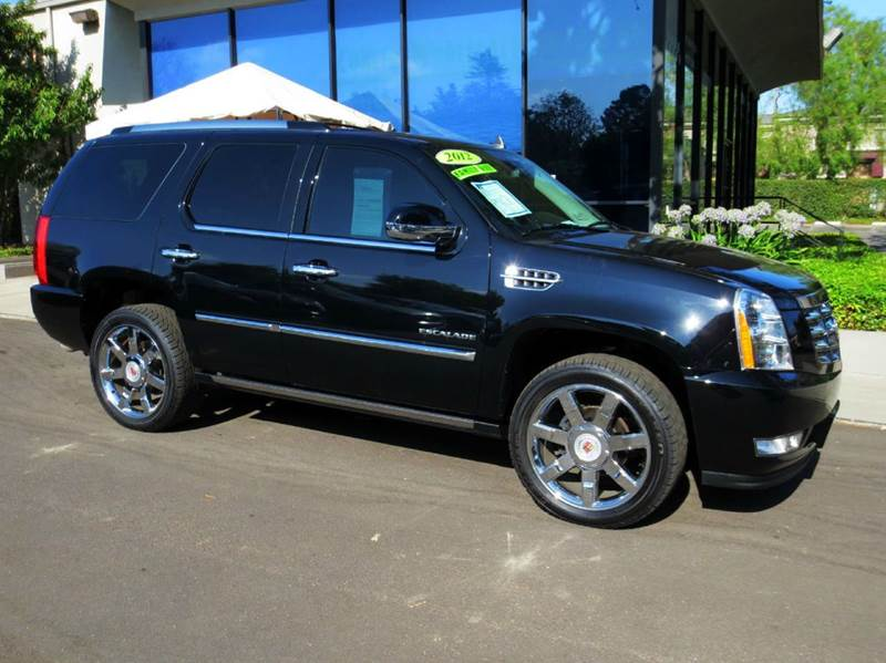 2012 CADILLAC ESCALADE LUXURY 4DR SUV black well equipped with  blind spot alert  luxury pkg