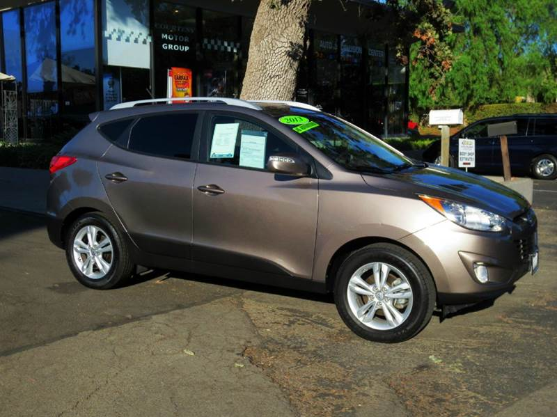 2013 HYUNDAI TUCSON GLS 4DR SUV chai bronze nicely equipped with power group bluetooth 30 mpg hi