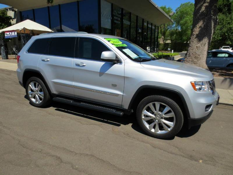 2011 JEEP GRAND CHEROKEE 70TH ANNIVERSARY 4X4 4DR SUV silver  1 owner like new w remainder of