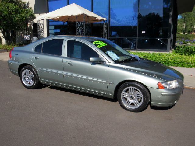 2006 VOLVO S60 25T 4DR SEDAN jade green equipped with  dual power seats  leather  moon roo
