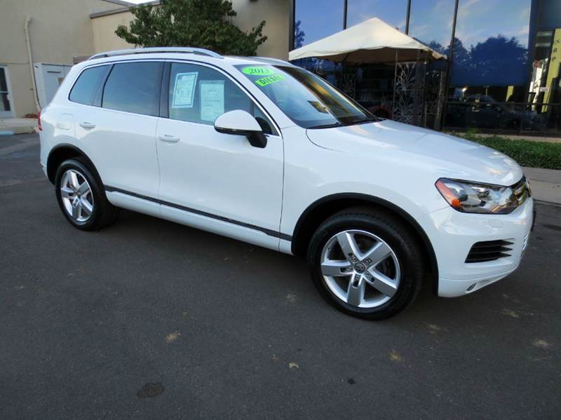 2013 VOLKSWAGEN TOUAREG TDI LUX AWD 4DR SUV white simply elegant luxurious with remarkable turbo