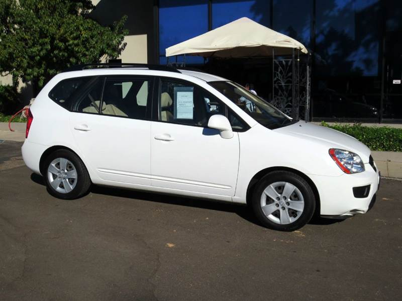 2009 KIA RONDO LX CROSSOVER 4DR white true value with a reputation for reliability 7 passenger s