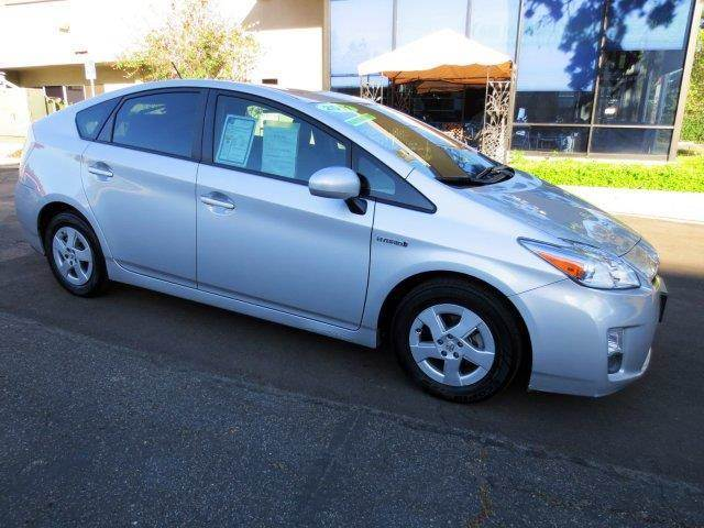 2011 TOYOTA PRIUS IV 4DR HATCHBACK classic silver metallic nicely equipped with  navigation