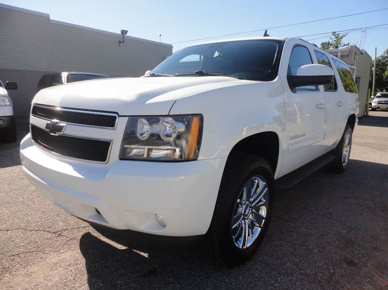 2009 CHEVROLET SUBURBAN LT 1500 4X4 4DR SUV W 1LT white clean beautiful chevy suburban 1500 lt