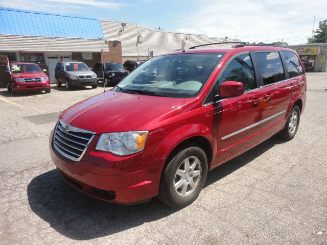 2010 CHRYSLER TOWN AND COUNTRY TOURING PLUS 4DR MINI VAN red pristine 2010 chrysler town  county