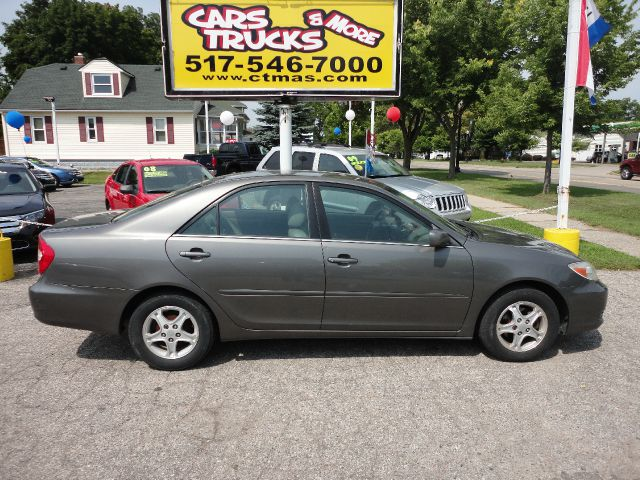 2003 TOYOTA CAMRY LE 4DR SEDAN grey  great starter car  toyota camry - 2003 xe drives beautifu