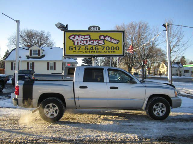 2006 DODGE DAKOTA SLT QUAD CAB 4WD bright silver super clean this is a very nice 2006 dodge dakot