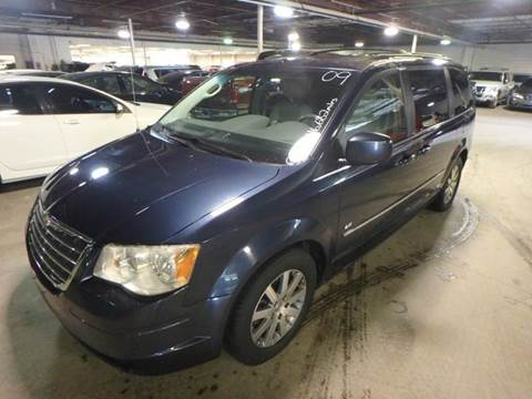 2009 Chrysler Town and Country for sale in Des Moines, IA