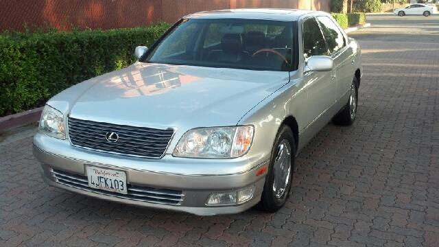 2000 Lexus LS 400