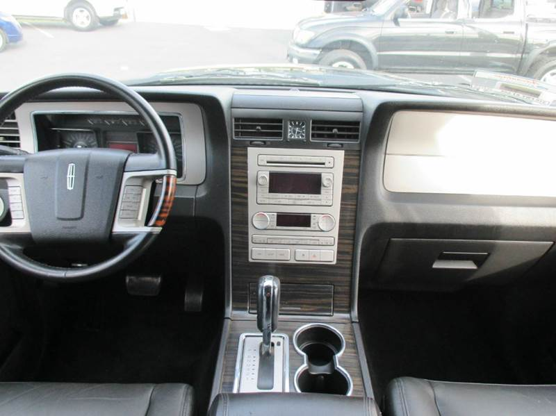 2007 lincoln navigator in whittier ca valley view motors for Valley view motors whittier ca