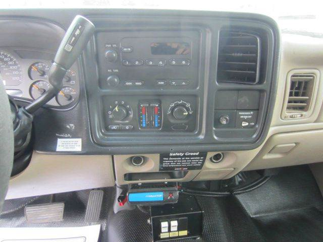 2003 CHEVY C3500HD UTILITY DUALLY WALK IN ENCLOSED BED - Akron OH