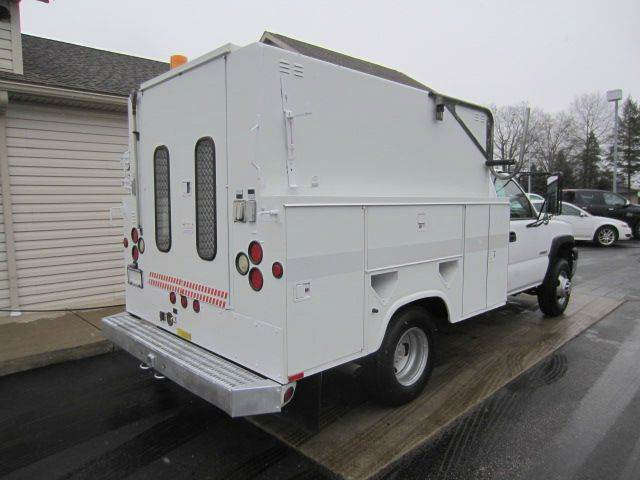 2005 CHEVY C3500 ENCLOSED UTILITY KNAPHEIDE ENCLOSED WALK IN BED W/GEN - Akron OH