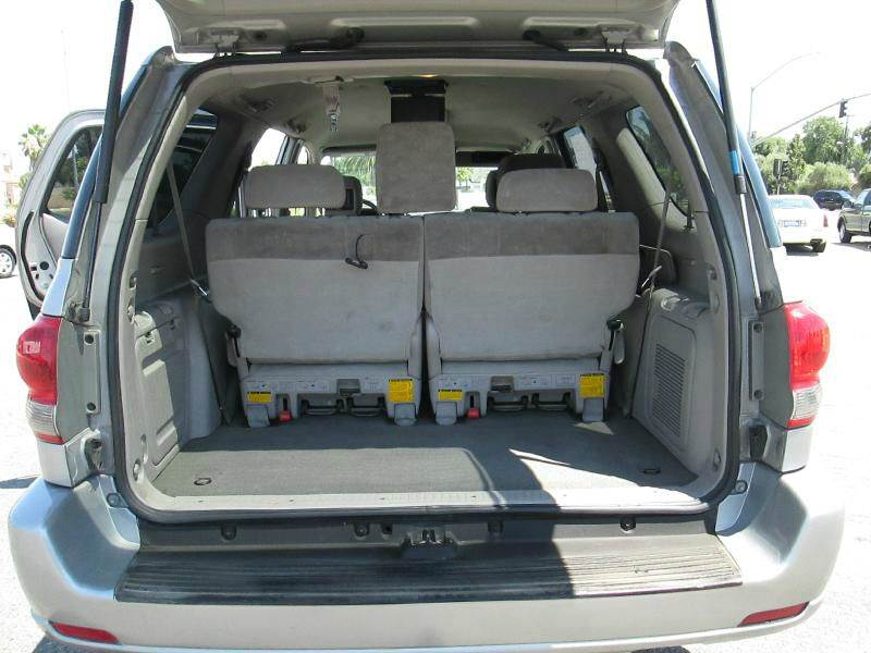 2005 Toyota Sequoia SR5 4dr SUV - Clovis CA