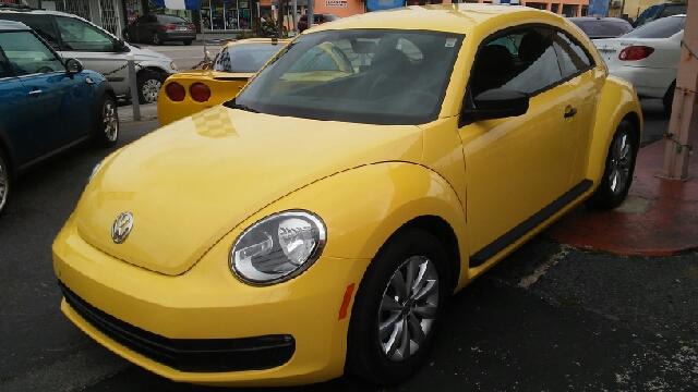 2015 Volkswagen Beetle 1.8T Classic PZEV 2dr Hatchback 6A - Hialeah FL