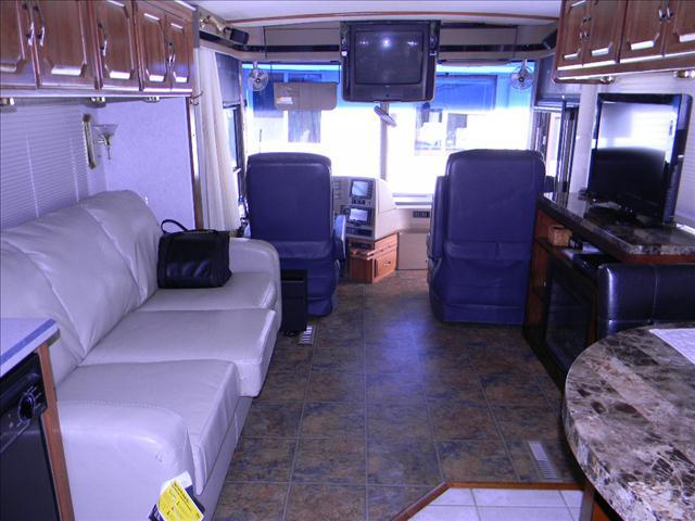 1999 WINNEBAGO ULTIMATE FREEDOM 40JD MOTORHOME - MegastoreTruck-Rt. 125 Plaistow, NH NH