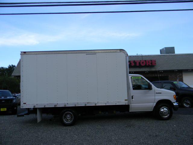 2006 Ford DIESEL E350 BOX TRUCK