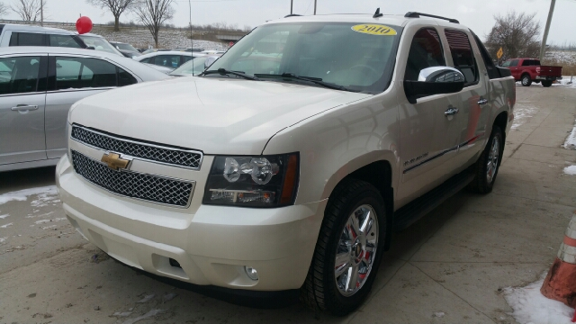 2010 CHEVROLET AVALANCHE LTZ 4X4 4DR PICKUP white diamond metallic carfax 2 owners and no acciden