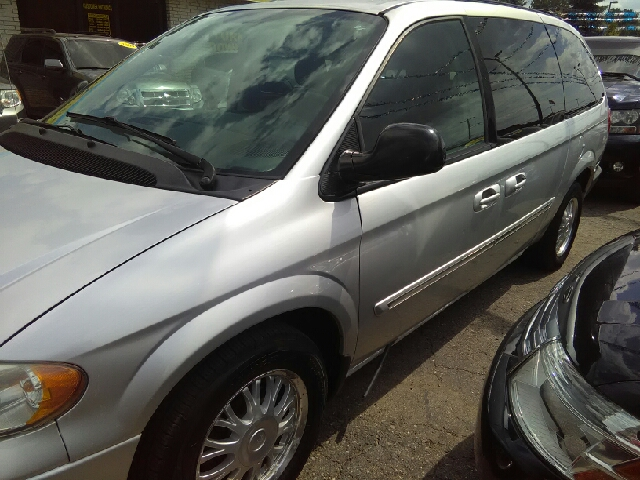 2006 CHRYSLER TOWN AND COUNTRY TOURING 4DR EXTENDED MINI VAN silver cloth switch to georges ent